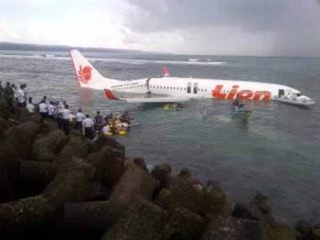 Pesawat Lion Air Jatuh di Bali 2013