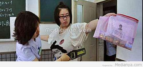 Aturan Ketat Ujian : Siswi China Tidak Menggunakan Bra