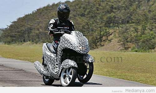 "Yamaha Siapkan Sepeda Motor Roda Tiga ""Leaning Multi-Wheeler (LMW)"" 2014"