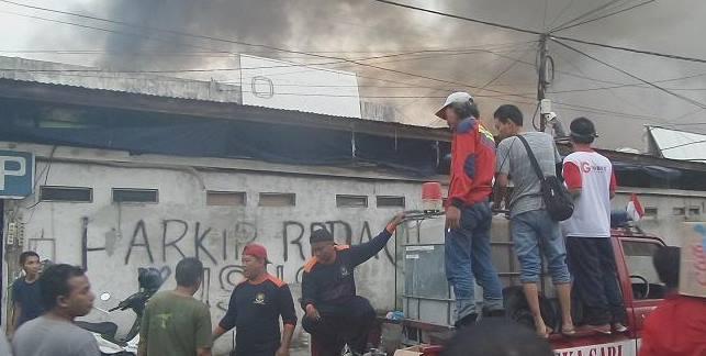 Kebakaran Di Pasar Besar Palangkaraya 16 Agustus 2016 Berhasil Dipadamkan