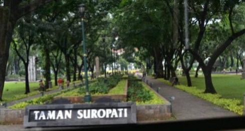 Menjelajah Taman Suropati, Titik Nol Republik Indonesia