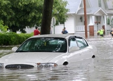 Sukses Mengemudikan Mobil Saat Banjir Bukanlah Hal Mustahil