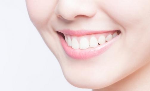 Ingin Gigi lebih Putih? Ini Cara Sederhana yang Bisa Anda Lakukan!