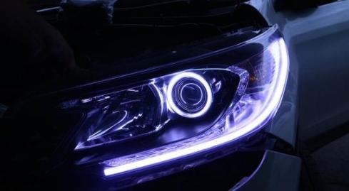 Ternyata Inilah Alasannya Anda Harus MenggantiLampu untuk Mobil dengan LED